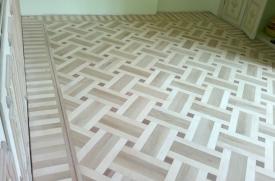 renowacja podłogi, wzór wilanowski,lakierowanie,szpachlowanie, parkiet mieszanka dąb,jesion, wstawka mahoń, lakier mat