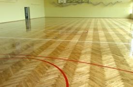 renowacja,cykliowaie podłogi sali gimastycznej, malowaie boisk, lakier połysk