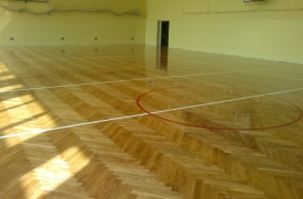 reowacja,cyklinowanie parkietu dębowego sali gimnastycznej, malowanie pół, lakier połysk